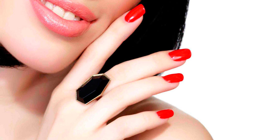 Trattamento semipermanente unghie